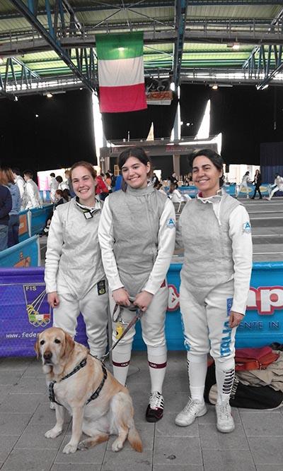 Da sinistra a destra Elisa Rovere, Alice Colucci, Loredana Grillo e in basso la mascotte Lilly